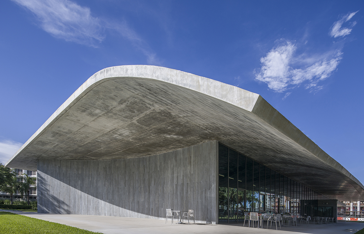 Curved Cantilevered Concrete Thomas P Murphy Design Studio By Arquitectonica Designcurial