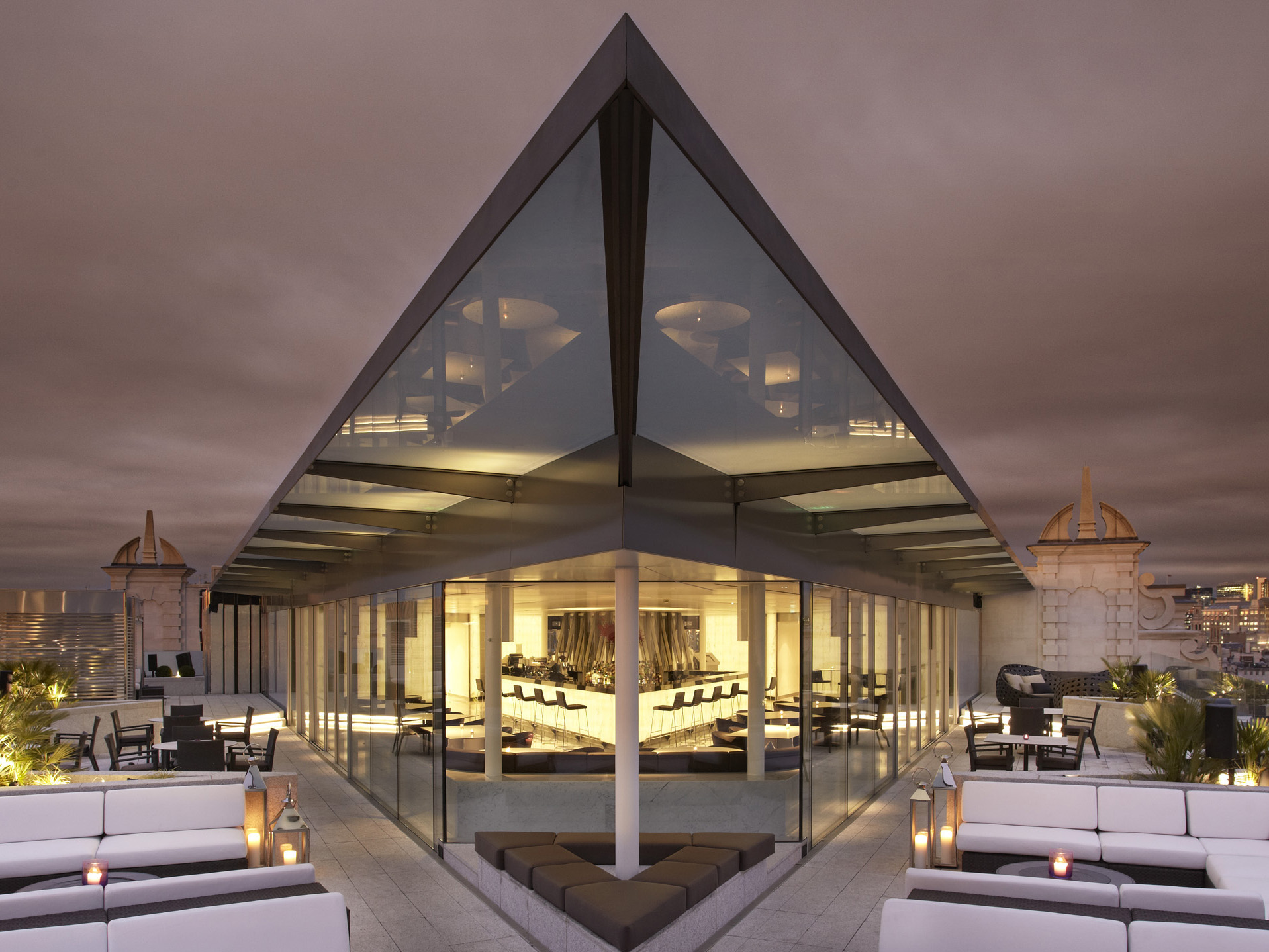 Me hotel london designcurial for Top design hotels london