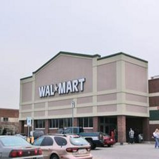 Walmart opens new green store in milwaukee designcurial for Craft stores in milwaukee